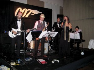 Festbandet spelar Bond