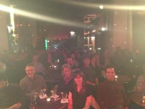 En lycklig publik på B flat Club Berlin